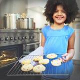 A cookie coze o conceito do lazer da descoberta da sobremesa da criança da padaria fotografia de stock royalty free