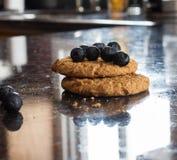 Cookie de farinha de aveia do mirtilo Imagem de Stock Royalty Free