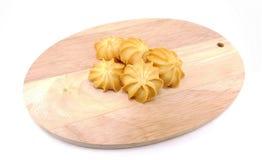 Cookie de manteiga na placa de madeira Fotos de Stock