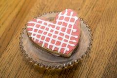 Cookie de Valentine Pink White Heart Sugar com estrutura imagem de stock royalty free