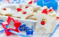 A cookie do Natal deu forma a Santa Claus, cookies do pão-de-espécie com f Imagens de Stock Royalty Free