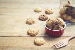 Cookie no copo vermelho Imagens de Stock Royalty Free