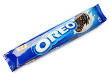 Cookie original do sanduíche do chocolate de OREO isolada no branco imagens de stock royalty free