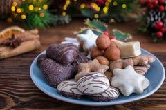 Cookies alemãs do Natal para os dias do advento Imagens de Stock Royalty Free
