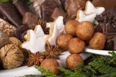 Cookies alemãs tradicionais do Natal na exposição Fotografia de Stock