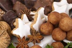 Cookies alemãs tradicionais do Natal na exposição Foto de Stock