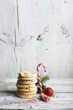 Cookies americanas empilhadas na madeira Fotos de Stock Royalty Free