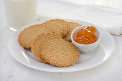 Cookies with apricot jam Royalty Free Stock Image