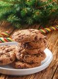 Cookies Biscuits faits maison délicieux avec des morceaux de chocolat Photos stock