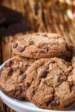 Cookies Biscuits faits maison délicieux avec des morceaux de chocolat Photographie stock libre de droits