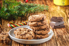 Cookies Biscuits faits maison délicieux avec des morceaux de chocolat Photos libres de droits