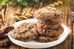 Cookies Biscuits faits maison délicieux avec des morceaux de chocolat Photo libre de droits