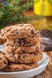 Cookies Biscuits faits maison délicieux avec des morceaux de chocolat Image libre de droits