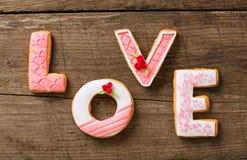 Cookies bonitas do pão-de-espécie do dia de são valentim Imagens de Stock