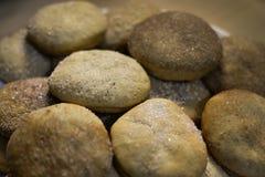 Cookies caseiros com açúcar, canela e sésamo Foto de Stock