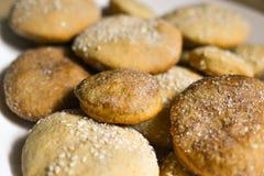 Cookies caseiros com açúcar, canela e sésamo Fotografia de Stock Royalty Free