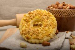 Cookies caseiros com amendoins esmagados, vista superior Imagem de Stock