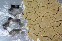 Cookies caseiros do pão-de-espécie do Natal tabela no 17 de novembro de 2014 Imagem de Stock Royalty Free