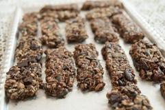Cookies caseiros na tabela imagens de stock royalty free