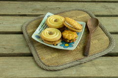 Cookies, coffee, cocoa, wood, ceramics, beverage, breakfast. Royalty Free Stock Photography