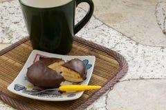 Cookies, coffee, cocoa, wood, ceramics, beverage, breakfast. Royalty Free Stock Image