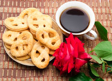 Cookies with coffee and a rose Royalty Free Stock Photos