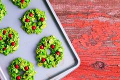 Cookies coloridas criativas da grinalda do Xmas Imagem de Stock