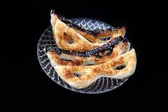 Cookies com cobertura em chocolate dadas forma como máscaras judaicas de Purim Imagens de Stock