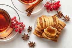 Cookies com doce de fruta e bagas ao chá foto de stock royalty free