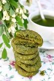 Cookies com sésamo e chá do matcha foto de stock royalty free