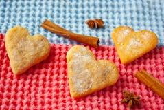 cookies Coração-dadas forma no fundo brilhante imagem de stock royalty free