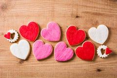cookies Coração-dadas forma para o dia do ` s do Valentim fotos de stock royalty free