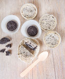 Cookies and cream cheesecakes in muffin forms Royalty Free Stock Photos