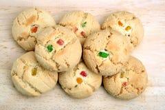 Cookies crocantes no fundo de madeira Imagens de Stock Royalty Free