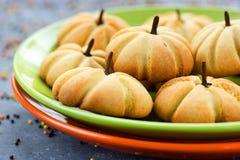 Cookies da abóbora para o partido de Dia das Bruxas ou da ação de graças Fotografia de Stock Royalty Free