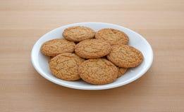 Cookies da crosta de torta de Apple em uma placa fotos de stock royalty free