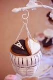 Cookies da forma do noivo e da noiva Fotos de Stock