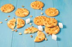 Cookies da microplaqueta com as cookies das porcas e do açúcar/microplaqueta de protuberância com porcas e fotos de stock