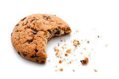Cookies da mordida dos pedaços de chocolate isoladas Imagens de Stock