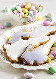 Cookies da Páscoa e doces da amêndoa Fotos de Stock Royalty Free
