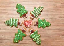 Cookies da véspera de ano novo com círculo do coração Imagem de Stock Royalty Free