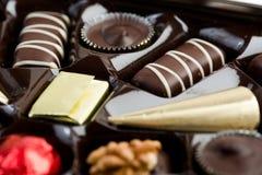 Cookies dadas forma coração na tabela de madeira Foto de Stock Royalty Free