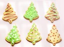 Cookies das árvores de Natal da cor Fotografia de Stock