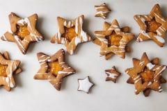 Cookies de açúcar da forma da estrela do Natal imagem de stock royalty free