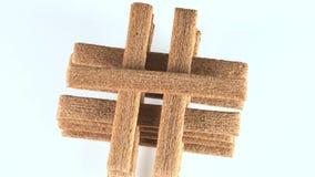 Cookies de bambu em uma plataforma giratória video estoque