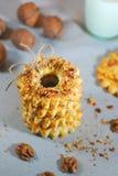 Cookies de biscoito amanteigado deliciosas com porcas Cookies com nozes Doces e biscoitos do Natal Fim acima imagem de stock royalty free