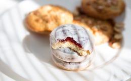 Cookies de biscoito amanteigado em uma placa Fotos de Stock