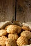 Cookies de biscoito amanteigado na caixa fotos de stock