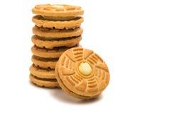 Cookies de creme enchidas isoladas fotografia de stock