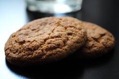 Cookies de farinha de aveia úteis deliciosas imagens de stock royalty free